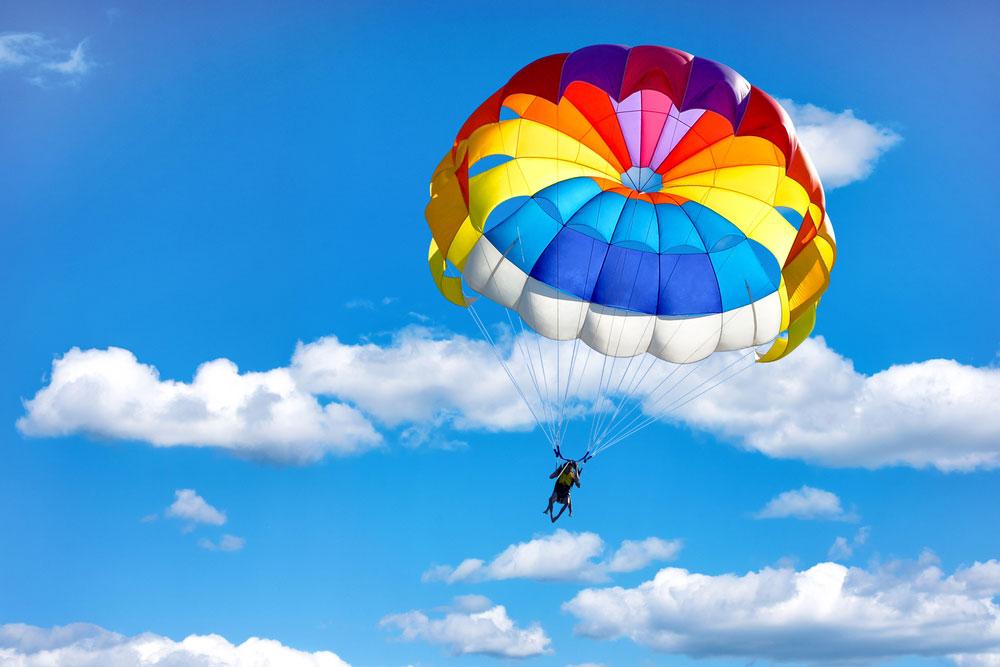 Quel âge minimum pour faire un saut en parachute ?